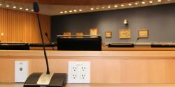 Photo d'une salle d'audition pour illustrer la conférence de financement du système de retraite