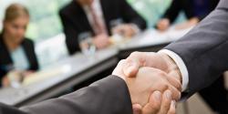 Photo pour illustrer la signature d'un partenariat
