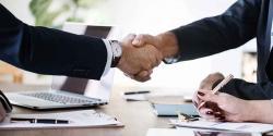 Visuel illustrant la conclusion d'un partenariat