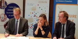 Hugues Vidor, président de l'UDES signa la charte du recruteur citoyen aux côtés de Sophie Marot-Rémy, présidente de la JCEF et Jean-Patrick Gille, président de l'UNML, le 11 décembre 2018